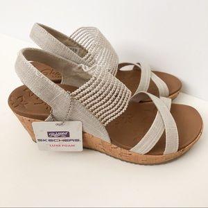 NWOT Skechers Luxe Foam wedge sandals